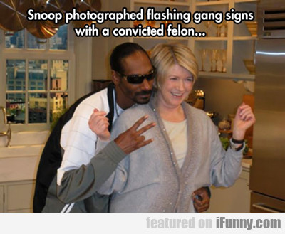Snoop Photographed Flashing Gang Signs...