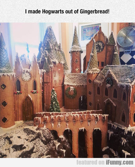 I Made Hogwarts Out Of Gingerbread!