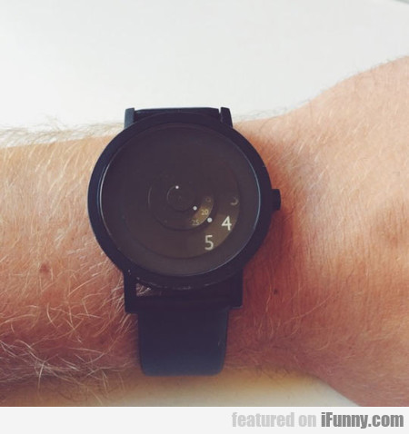 This Minimal Watch Only Shows What You Need